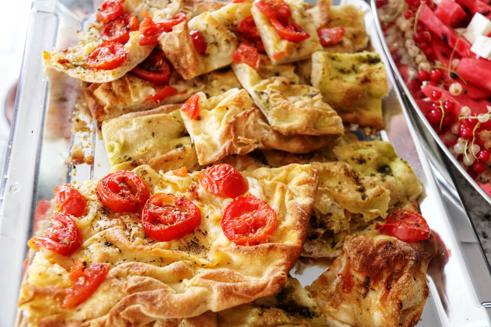 Pizza bread with dried tomatoes