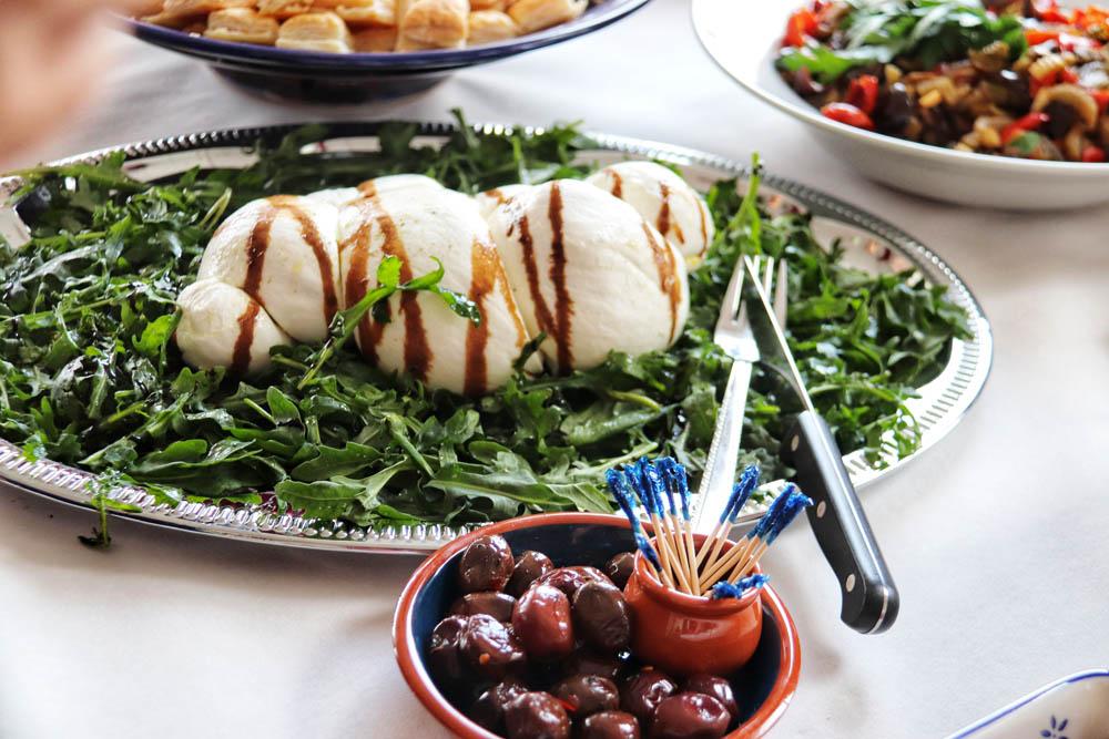 Mozzarella on rocket salad and olives