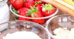 Erdbeer-Bananen-Rhabarber-Protein-Smoothie