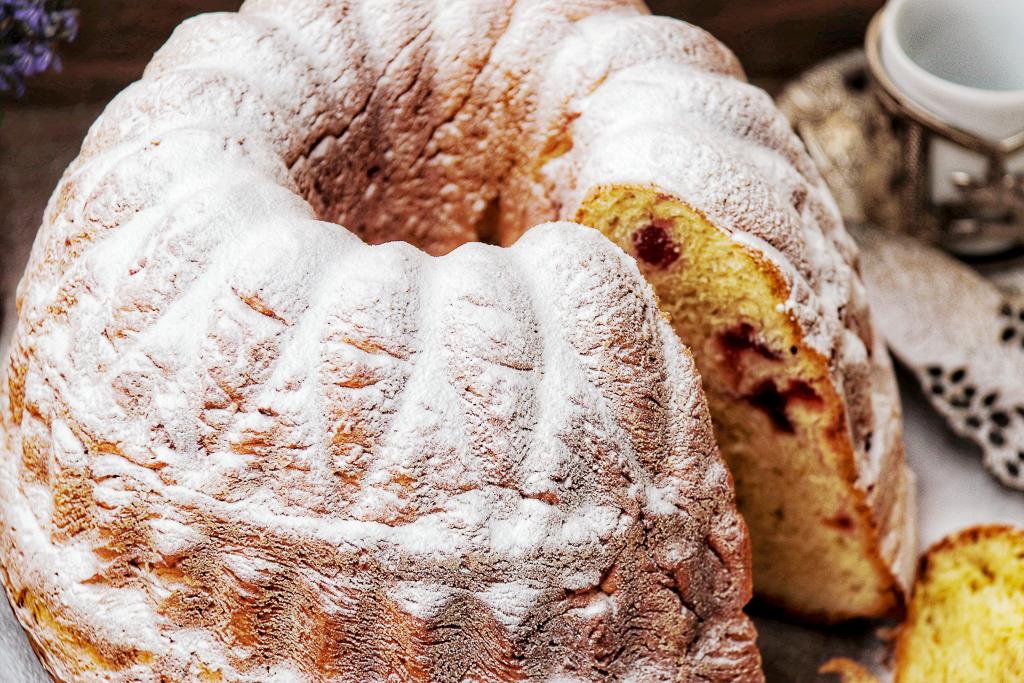 Yeast Ring Cake with powdered sugar