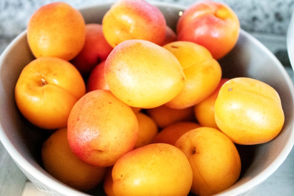 Apricots, Recipe for a tasty crumble cake