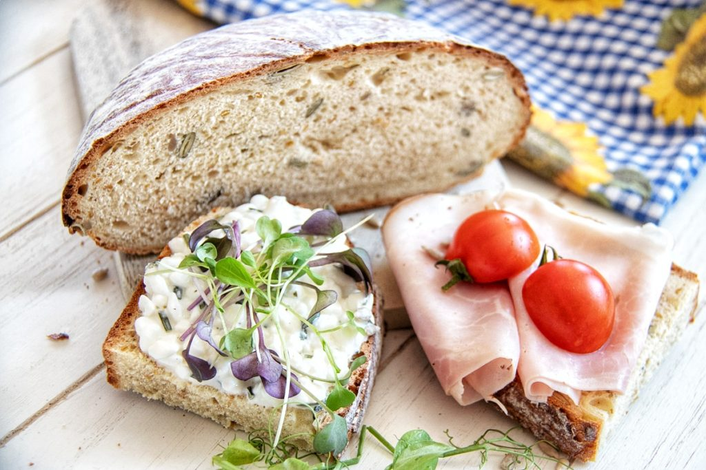 Spelt Bread with Cottage Cheese and Ham