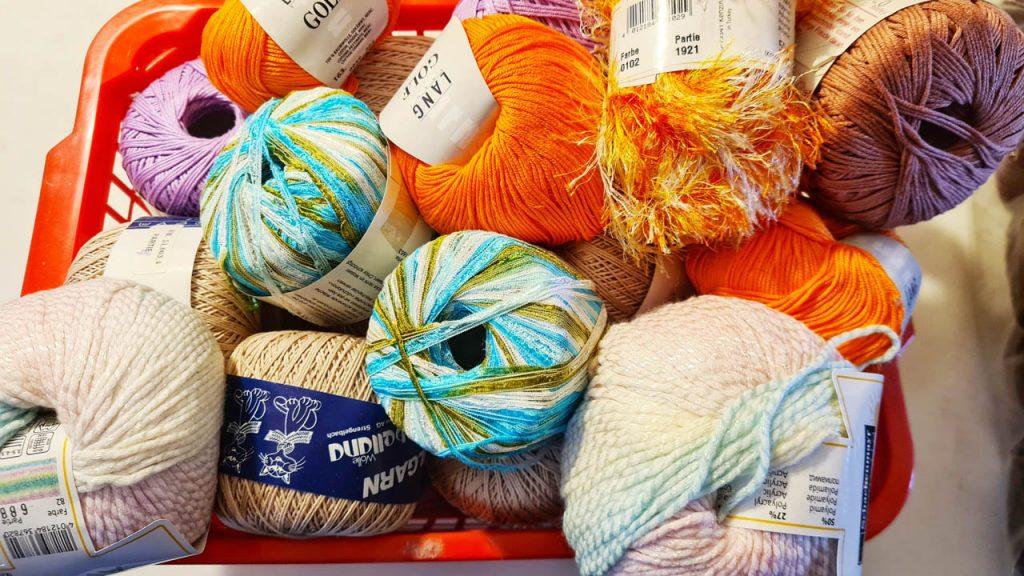 Strick Wolle und Garn zum Verkauf